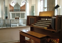 Hybrid organ sweeps across the globe
